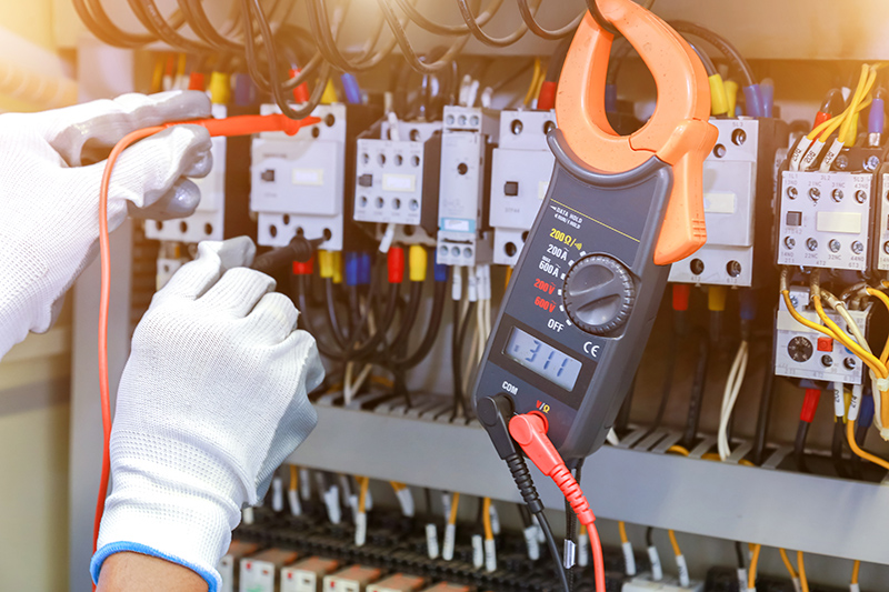 How To Become An Electrician in Cheltenham Gloucestershire